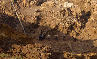lg_Burma_Alluvial-Corundum-Mine